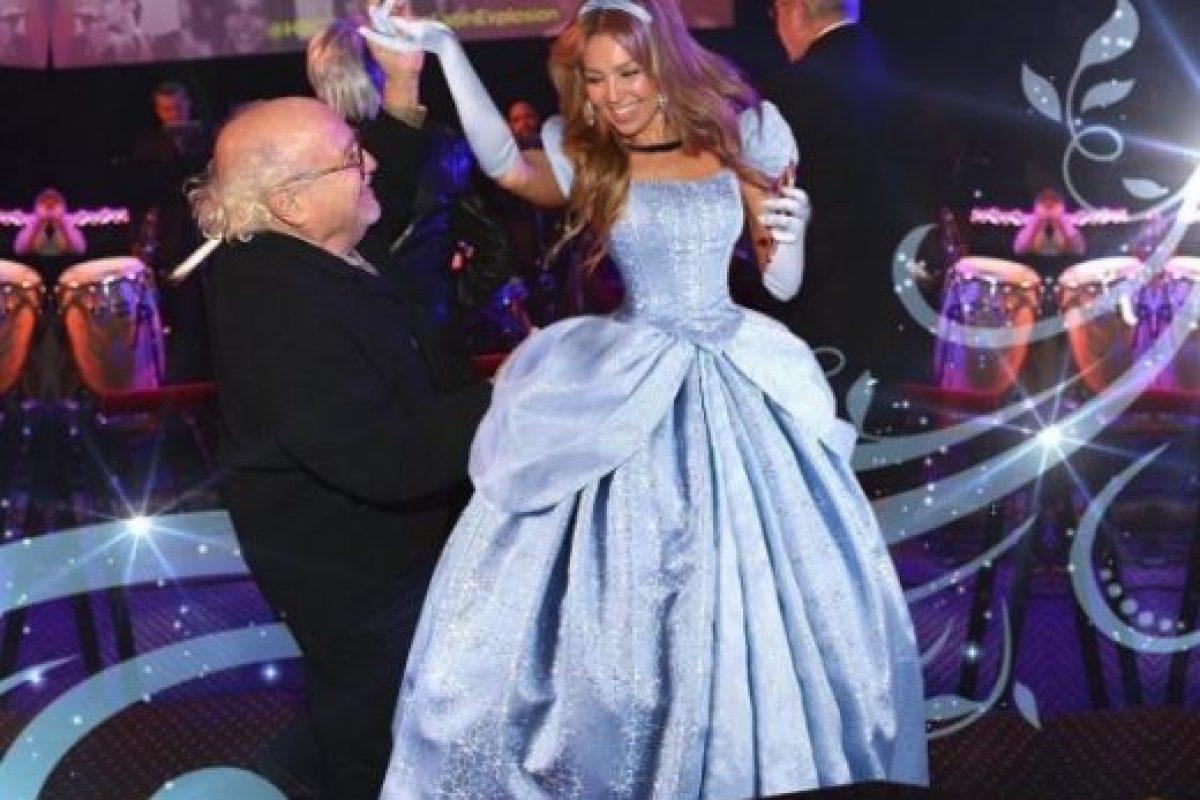 """Para recordar el gran momento, la estrella de las telenovelas aseguró sentirse como """"Cenicienta"""" en este montaje que publicó en Instagram. Foto:vía instagram.com/thalia. Imagen Por:"""