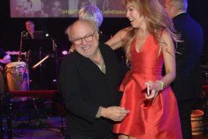El actor de 70 años y la cantante se robaron toda la atención con su divertido baile. Foto:Getty Images. Imagen Por: