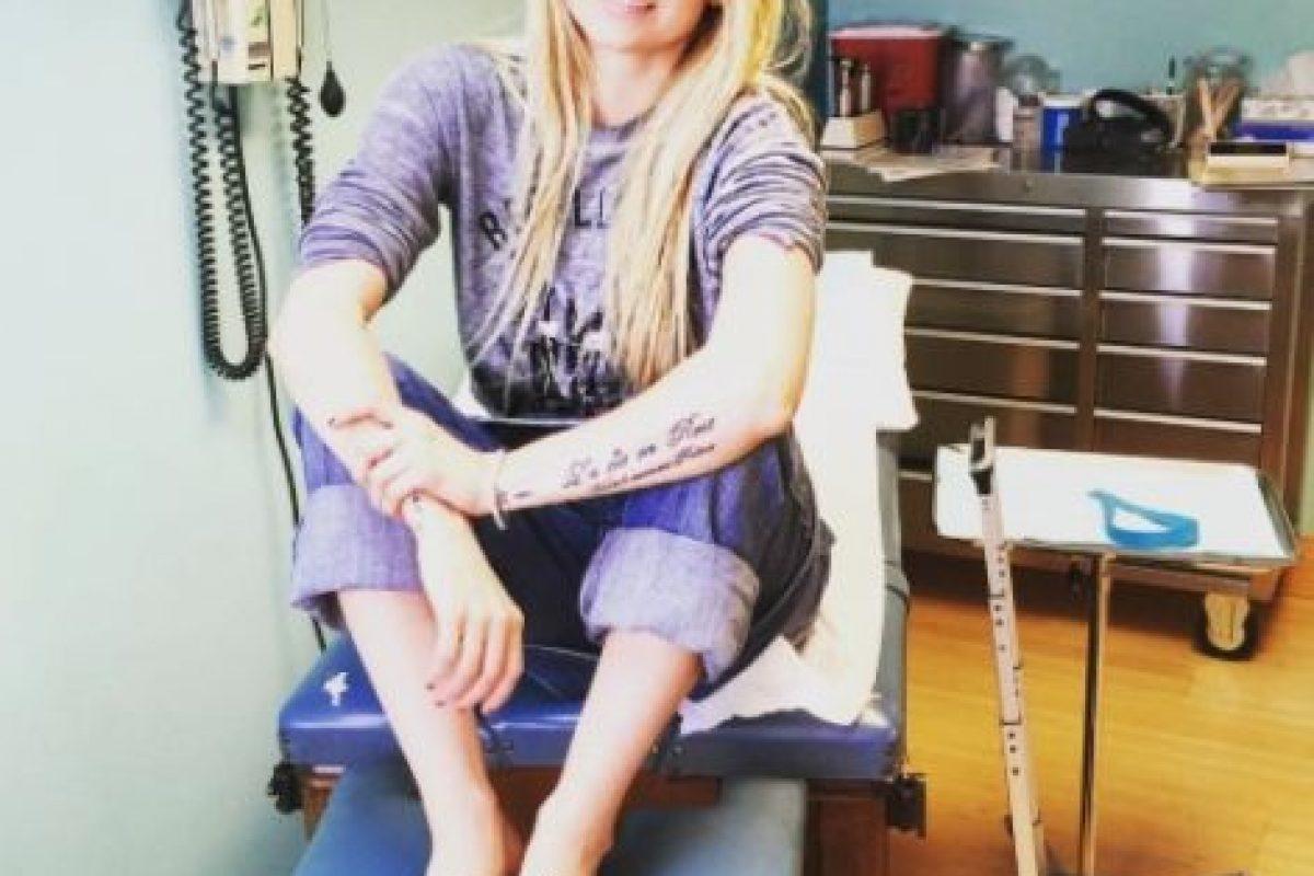 Avril Lavigne se tomó una pausa de su carrera musical y hasta pidió que sus fans rezaran por su salud, esto tras ser diagnosticada con la enfermedad de Lyme. Foto:vía instagram.com/avrillavigne. Imagen Por: