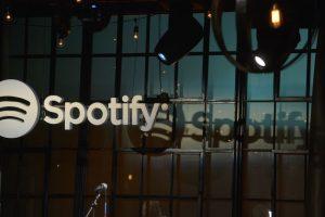 7- Más de 25 billones de horas. El tiempo que se ha escuchado música en la plataforma desde su lanzamiento en 2008. Foto:Getty Images. Imagen Por: