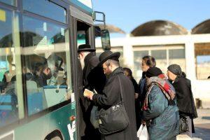 Mientras esperaba por su autobús no vio nada sospechoso. Foto:Getty Images. Imagen Por:
