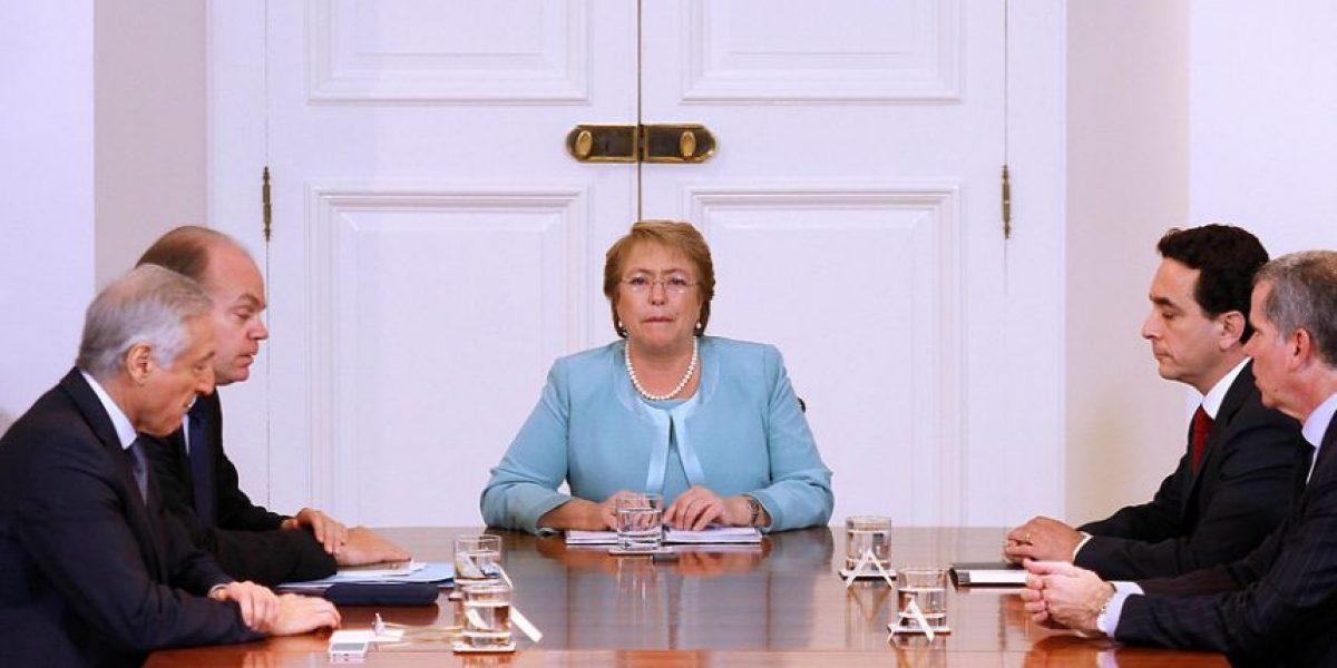 Bachelet y parlamentarios analizarán controversia limítrofe con Perú