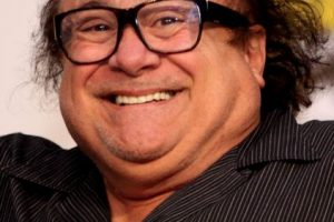 """8. Danny DeVito. Es un actor, comediante, director y productor estadounidense. Mide 1.52 metros (4.6 pies). Premiado con los premios Globo de Oro y Emmy por su participación en la comedia de situación Taxi. Destacado por su trabajo en los filmes """"Twins"""", """"La guerra de los Rose"""", """"Hoffa"""", """"Erin Brockovich"""" y """"Man on the Moon"""", entre otras. Foto:Getty Images. Imagen Por:"""