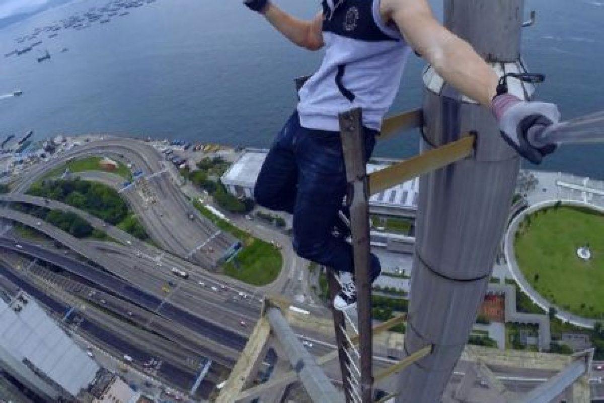 Sube a los edificios más altos del mundo para tomarse selfies y compartirlos en su cuenta de Instagram. Foto:Vía Instagram/daniel__lau. Imagen Por: