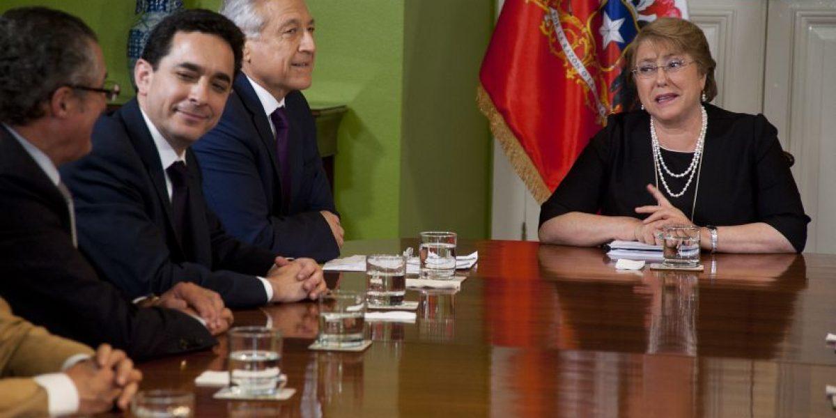 Presidenta Bachelet analizó con parlamentarios relación con Perú y Bolivia