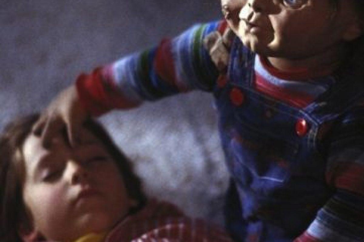 """Sin embargo, este muñeco está poseído por el alma de un asesino llamado """"Charlees Lee Ray"""". Foto:IMDB. Imagen Por:"""