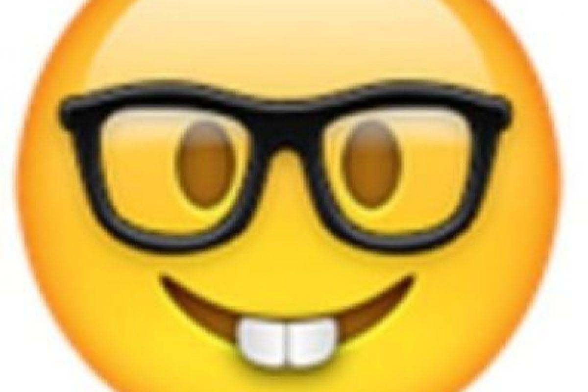 Nerd. Foto:vía emojipedia.org. Imagen Por: