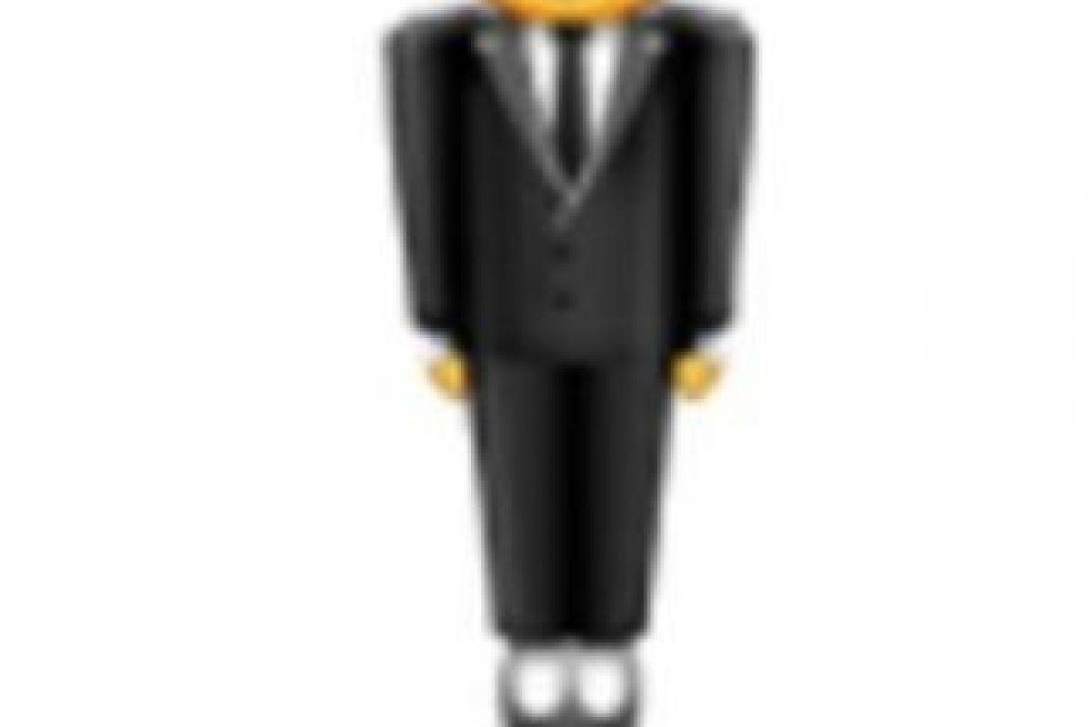Hombre con traje levitando. Foto:vía emojipedia.org. Imagen Por: