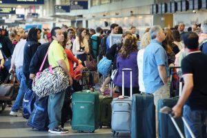 10. El desconsiderado con los compartimientos para guardar equipaje (32%). Foto:Getty Images. Imagen Por: