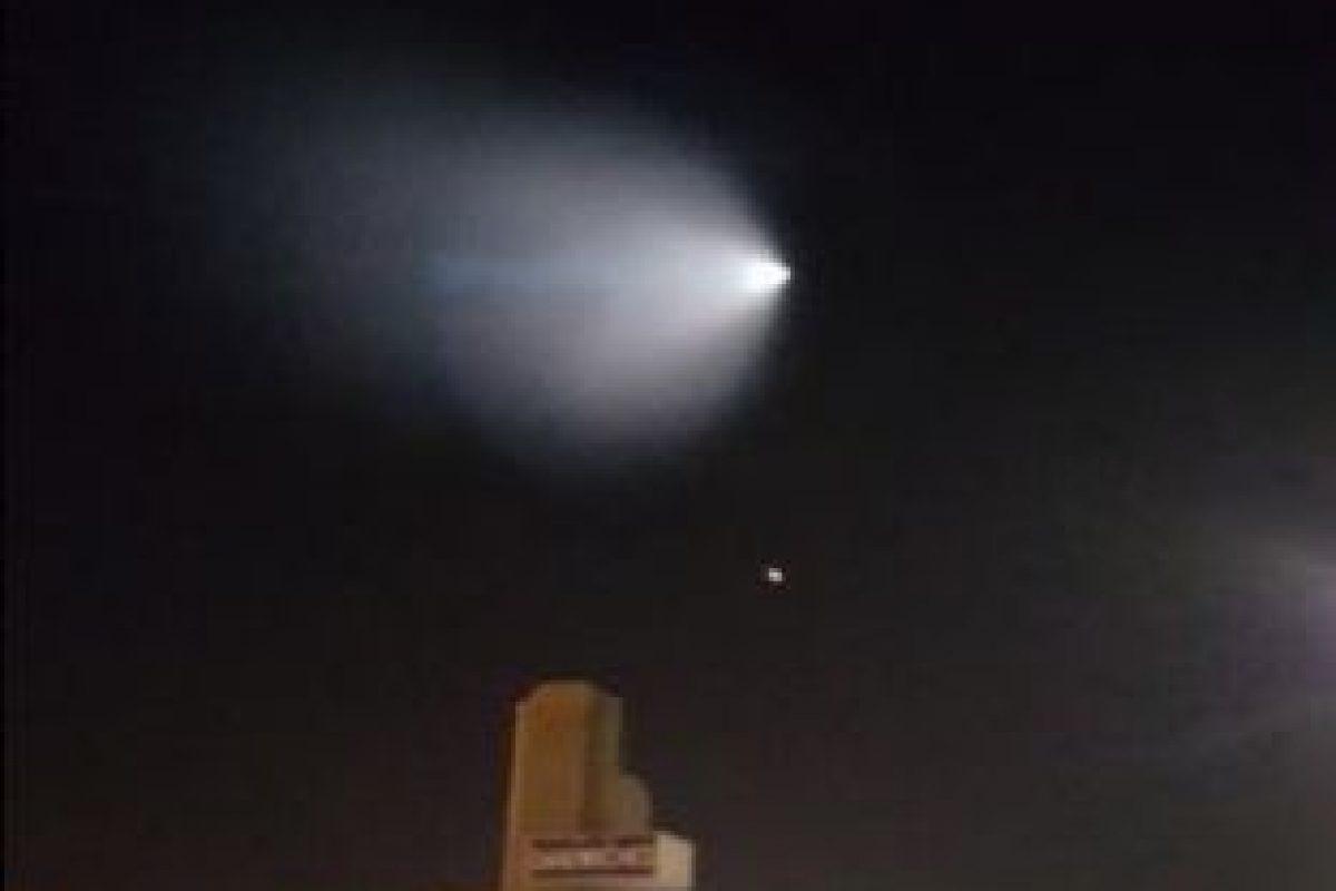 Luego el Ejército de Estados Unidos informó que se trataba de una prueba de un misil. Foto:Vía Twitter.com/jazzieiscrazy. Imagen Por: