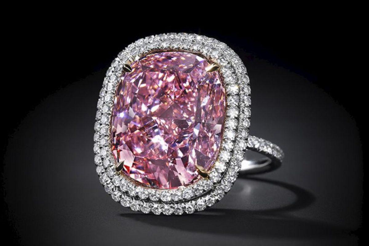 "Antes de este costoso regalo, Lau le dio a su hija este diamante rosa, ""Sweet Josephine"". Foto:Vía jewelsdujour.com. Imagen Por:"