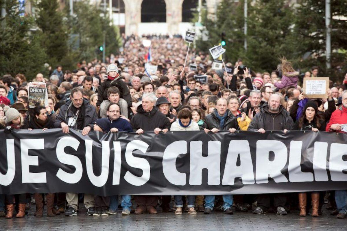 Yihadistas irrumpieron en las oficinas de la revista francesa Charlie Hebdo y asesinaron a 12 personas, entre ellas dibujantes y periodistas. Foto:AFP. Imagen Por: