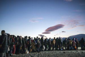 Migrantes y refugiados en un campo de registro en la frontera de Macedonia y Grecia. Foto:AFP. Imagen Por: