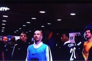 Los jugadores antes las primeras imágenes en tv de los ataques. Foto:Twitter. Imagen Por: