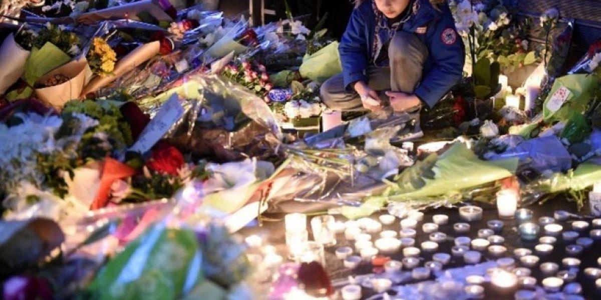 Miles de personas cantan La Marsellesa en Dublín por víctimas de París