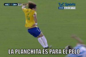 David Luiz fue expulsado. Foto:memedeportes.com. Imagen Por:
