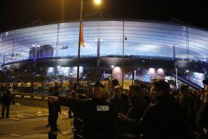 El presidente Hollande fue evacuado del estadio. Foto:AP. Imagen Por: