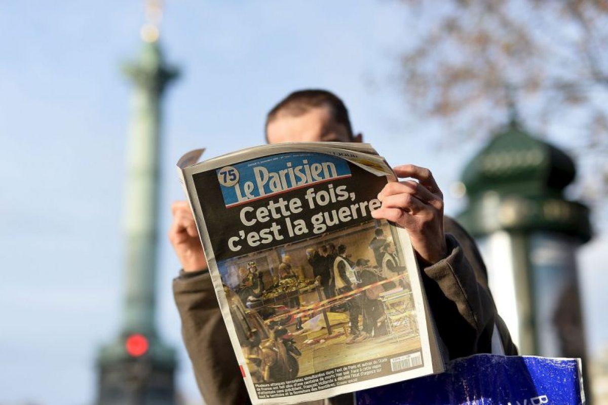 """""""Esta vez se trata de la guerra"""", escribió el diario """"Le Parisien"""" en su portada. Foto:Getty Images. Imagen Por:"""