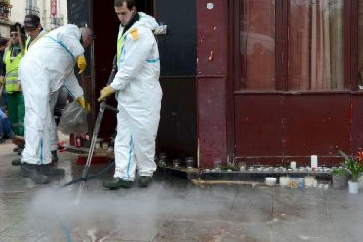 Los policías y peritos continuaban con las investigaciones en los lugares de los atentados. Foto:Getty Images. Imagen Por: