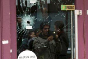 En la fachada de Café Nostra quedaron las marcas de las armas de fuego. Foto:Getty Images. Imagen Por: