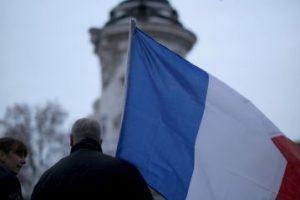 Los tributos también llegaron a la Plaza de la República, en París. Foto:Getty Images. Imagen Por: