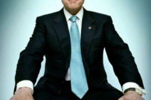 Otros memes como el siguiente del ex presidente estadounidense, Bill Clinton en el metro, propiciaron mayor popularidad a esta forma de sentarse.. Imagen Por: