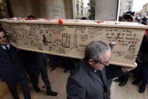 "Funeral de ""Charb"", redactor en jefe de Charlie Hebdo. Foto:AFP. Imagen Por:"