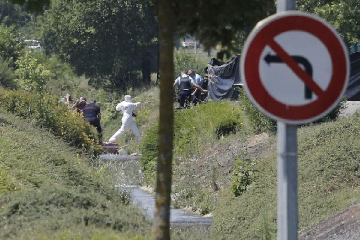 26 de junio- Decapitan hombre y dejan su cuerpo junto a bandera islámica Foto:AFP. Imagen Por: