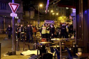 Las primeras escenas de los ataques. La gente afuera. Foto:vía Twitter. Imagen Por: