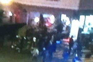 Llegan terroristas con rifles Kalashknikov y disparan. Toman rehenes. Foto:vía Twitter. Imagen Por: