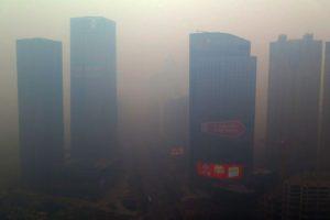 Esta semana la contaminación en China alcanzó niveles 56 veces más peligrosos que los que permite la OMS. Foto:AFP. Imagen Por: