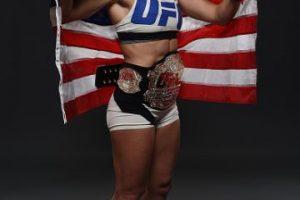 Ella es Holly Holm, nueva campeona del Peso Gallo de Mujeres de la UFC. Foto:Getty Images. Imagen Por: