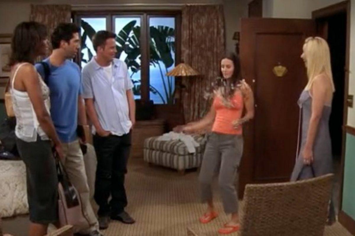 """En esta escena todos disfrutan con el nuevo peinado de """"Mónica"""". Foto:Vía YouTube / Warner Bros. Imagen Por:"""