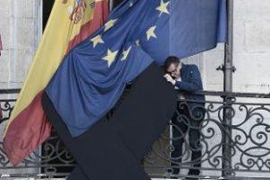ESPAÑA: Moño negro en señal de luto por las víctimas. Foto:Getty Images. Imagen Por: