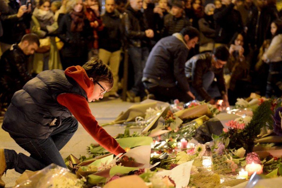 Para llenarlos de flores, velas y mensajes en honor a las víctimas. Foto:Getty Images. Imagen Por:
