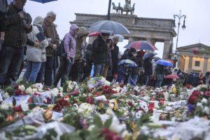 Parte de la teoría es que quienes realizaron esas balaceras se fugaron. Foto:Getty Images. Imagen Por: