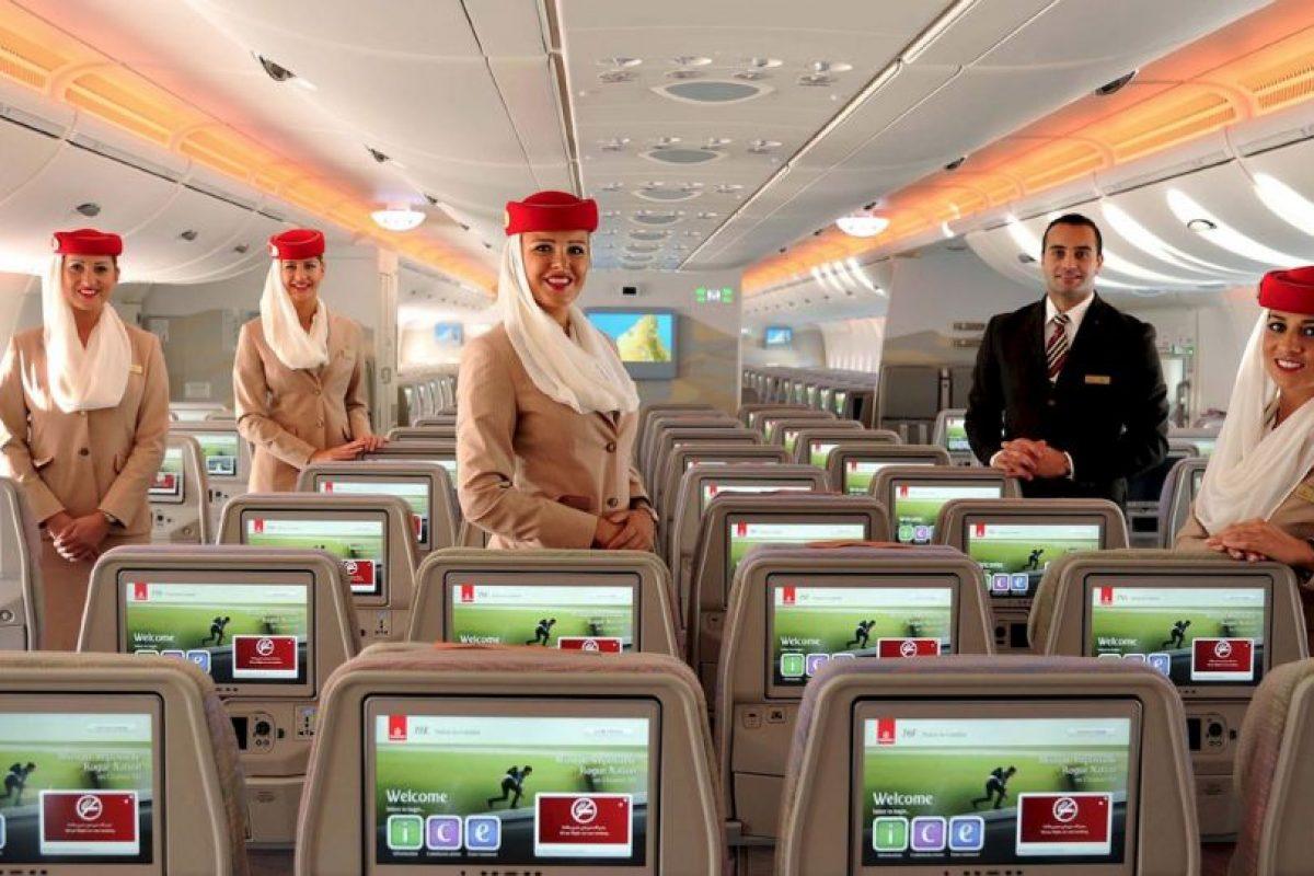Cada asiento en el avión contará con una pantallas de 13.3 pulgadas. Foto:Vía facebook.com/Emirates. Imagen Por: