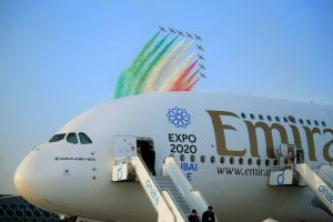 Este es el primer avión Airbus A380 de la aerolínea de dos clases. Foto:Vía facebook.com/Emirates. Imagen Por:
