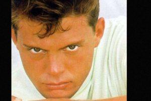 """En 1992 murió su padre. Ya había grabado su álbum """"Romance"""", junto con Armando Manzanero. Foto:vía Coveralia. Imagen Por:"""