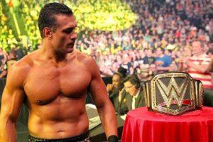"""""""El Patrón"""" compite en el torneo que busca a un nuevo Campeón de Peso Pesado de la WWE Foto:WWE. Imagen Por:"""