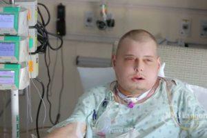 Así quedó el rostro de Patrick tras las múltiples cirugías. Foto:Reproducción / Langone Medical Center de la Universidad de Nueva York. Imagen Por: