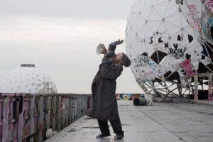 """Cate Blanchett es la verdadera estrella detrás de este """"hombre de la calle"""". Foto:vía acmi.net.au. Imagen Por:"""