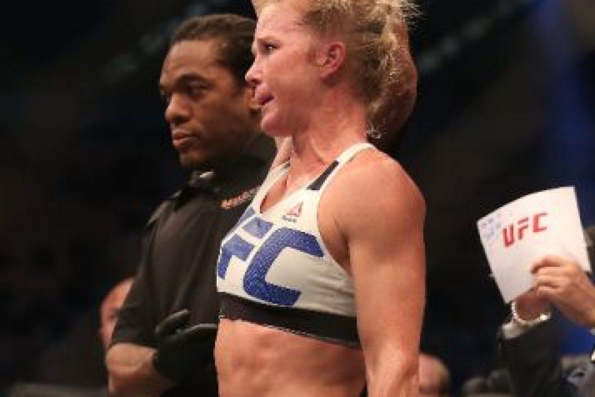 """La excampeona mundial de boxeo conectó varias veces a """"Rowdy"""" y con sus movimientos, evitó que ser golpeada. Foto:Getty Images. Imagen Por:"""