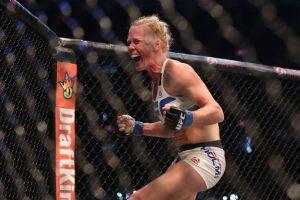 La emoción de la victoria hizo que la nueva campeona, Holly Holm, derramara varias lágrimas. Foto:Getty Images. Imagen Por: