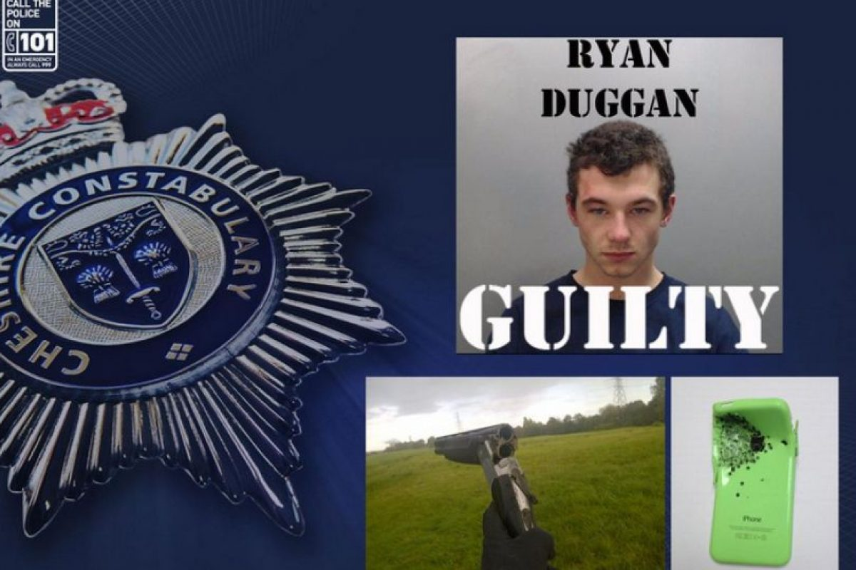 También, en Inglaterra un iPhone 5c salvó a un hombre de la muerte tras soportar un impacto de bala. Foto:Cheshire Police. Imagen Por: