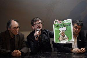 """A pesar de ello, a la siguiente semana publicaron un número especial con la leyenda """"Les perdonamos"""". Foto:AFP. Imagen Por:"""