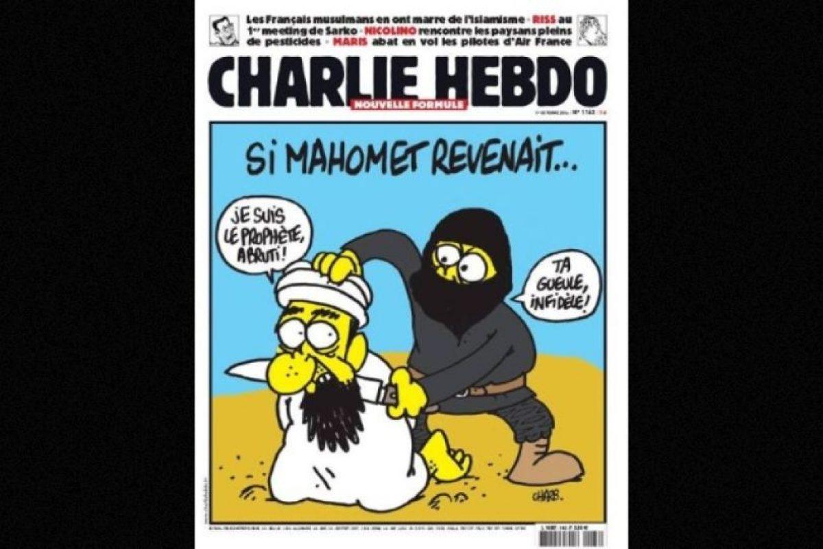 En esta imagen, un yihadista se muestra decapitando al propio profeta Mahoma Foto: Facebook: Charlie Hebdo Officiel. Imagen Por: