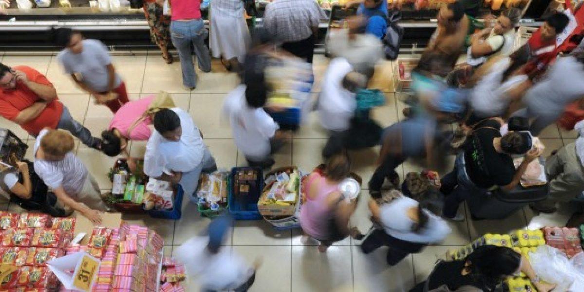 Confianza de los consumidores recupera el optimismo en octubre