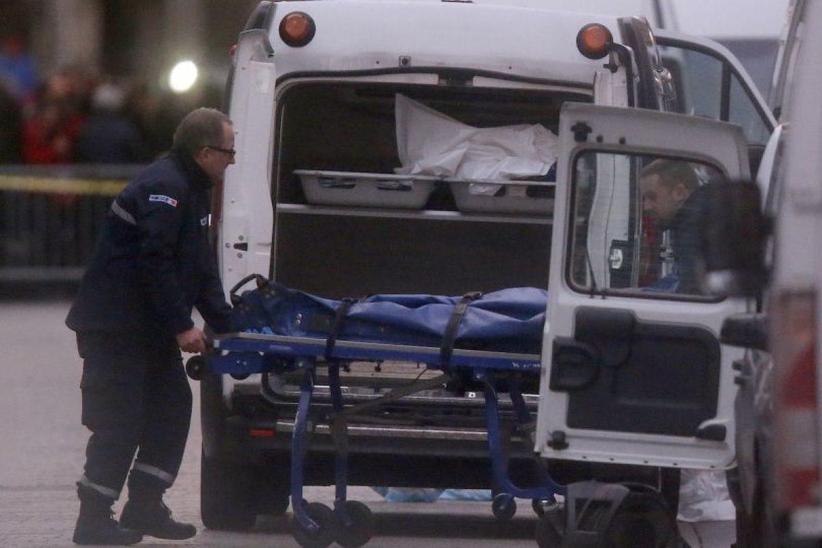 Entre los fallecidos hay una mujer que detonó un cinturón con explosivos que tenía puesto. Foto:AP. Imagen Por:
