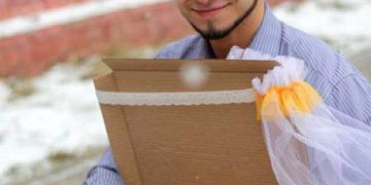 No te lo vas a creer: Un ruso de 22 años se casa con una pizza